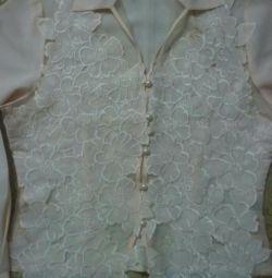 Bluza este nouă.