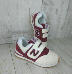 Кросівки нові для дівчинки 32