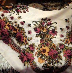 Продаю новый очень красивый платок.