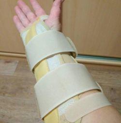 Tencuiala detașabilă pe mâna dreaptă