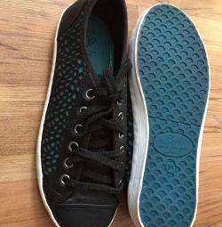 Новые кроссовки Bershka