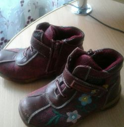 Boots size 28, firma Owlet