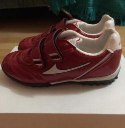 Бутси (кросівки) 31-32 р-р, нові