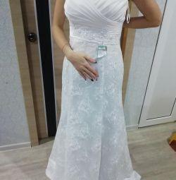 WEDDING DRESS NEW !!!