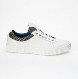 Νέα αθλητικά παπούτσια Bravo
