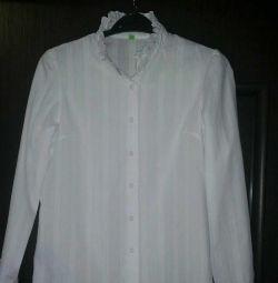 Bluza pentru fete. Dimensiune 152cm.