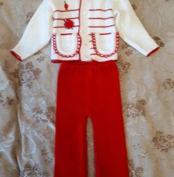 Κοστούμι κοστούμι για ένα νέο κορίτσι, μείωση των τιμών