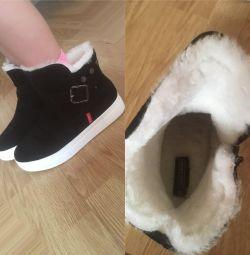 Ботинки Strobbs новые