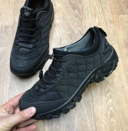 Τα πάνινα παπούτσια 41-46 στην ποιότητα των αποθεμάτων είναι εξαιρετικά