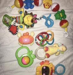 Asılı oyuncak çıngıraklar farklı