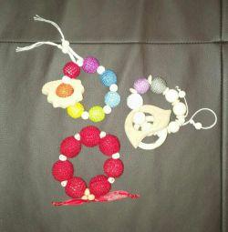 Slings, bracelets, holders + gift