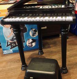 Дитяче піаніно з мікрофоном і стільчиком WinFun