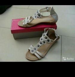 Sandaletler yeni