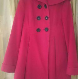 Теплое отличное пальто с капюшоном