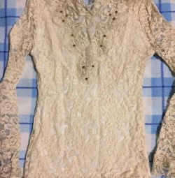 Boncuk ile işlemeli bluz