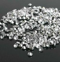 Rhinestones (set of 10 grams, 300pcs), 4mm, white color.