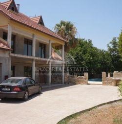 Дом расположен в Колосси Лимассол