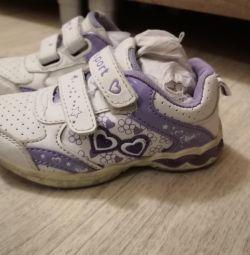 Кросівки 25 р