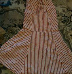 Καλοκαιρινό μικρό φόρεμα