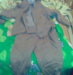 Παιδικό αθλητικό κοστούμι με ένα σωρό