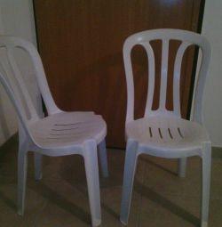 2 Πλαστικες Καρέκλες