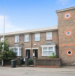 3 bedroom house in Trundleys Road, Deptford SE8