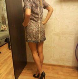 Шелковое платье с молнией на спине
