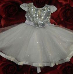 Κομψό λευκό φόρεμα νέο
