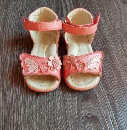 Sandale 19 r.