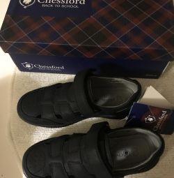 Τα παπούτσια είναι νέα στο σχολείο