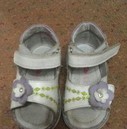 Sandalet artopedicidir.