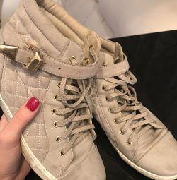 Pantofi codați cu gri deschis