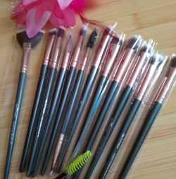 NEW makeup brush set