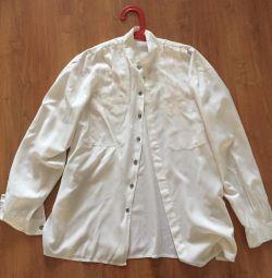 Θα πουλήσω μια μοντέρνα λευκή γυναικεία μπλούζα