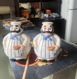 Set of statuettes Germany under salt and pepper