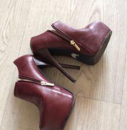 Παπούτσια, μπότες αστράγαλο