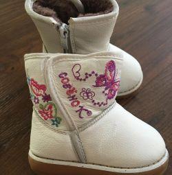 Οι μπότες-uggs είναι το χειμώνα. P 22
