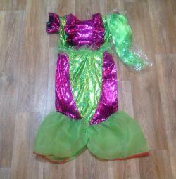 Mermaid costume for 6-8 years.