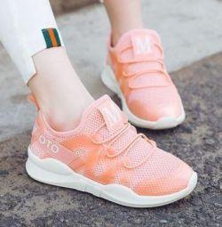 Çocuklar için spor ayakkabısı 33 (20,5 cm. Taban)