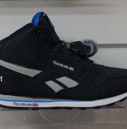 Adidasi de iarna