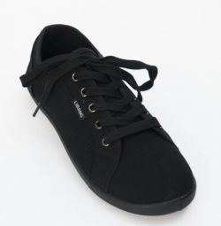 Ανδρικά παπούτσια σε απόθεμα