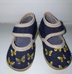 Textile shoes size 19