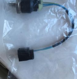 Датчик давления топлива ленд ровер LR012280