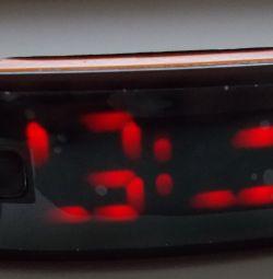 Годинники електронні чорні з помаранчевим ремінцем