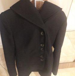 Vindez o haină. Elegantă doamnă