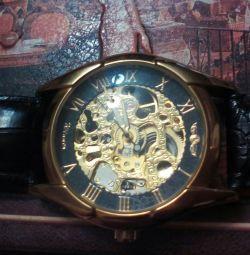 Masculin mecanic de ceas.