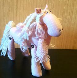 Лошадь розовая, ручная работа