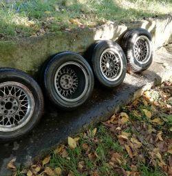 Магнивые литые диски с покрышками