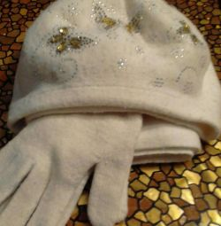Hat with scarf and gloves