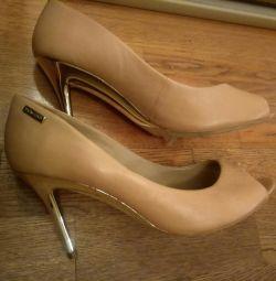 Δερμάτινα παπούτσια με ανοιχτό toe 40